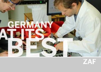 Wissenschaftler des ZAF bei der Arbeit. Insgesamt beschäftigt das ZAF 11 Spezialisten die intelligente Formgedächtnislegierungen auslegen, programmieren und in Anwendungen integrieren können.